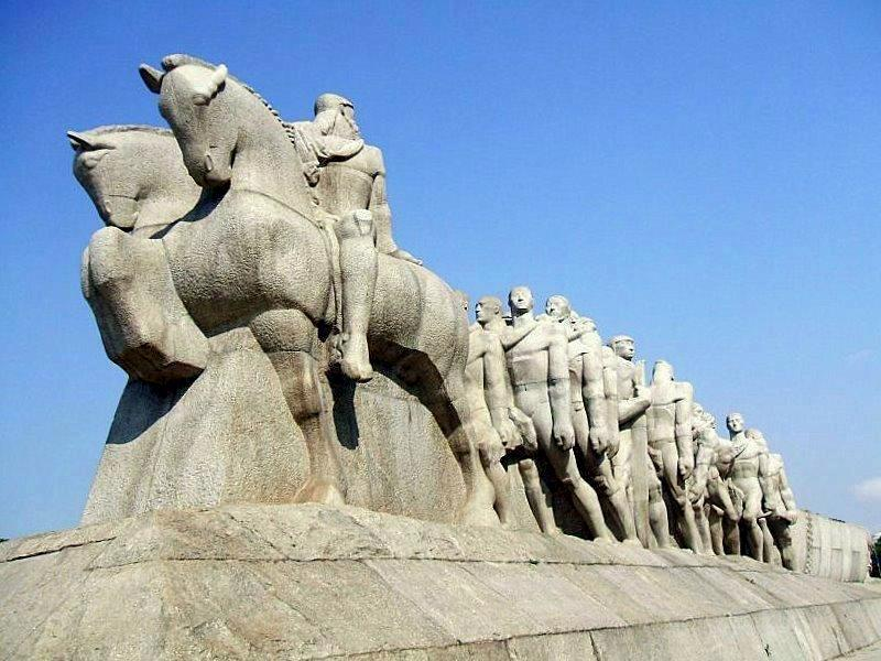 Monumento às Bandeiras - Foto de Dornicke - Wikipédia