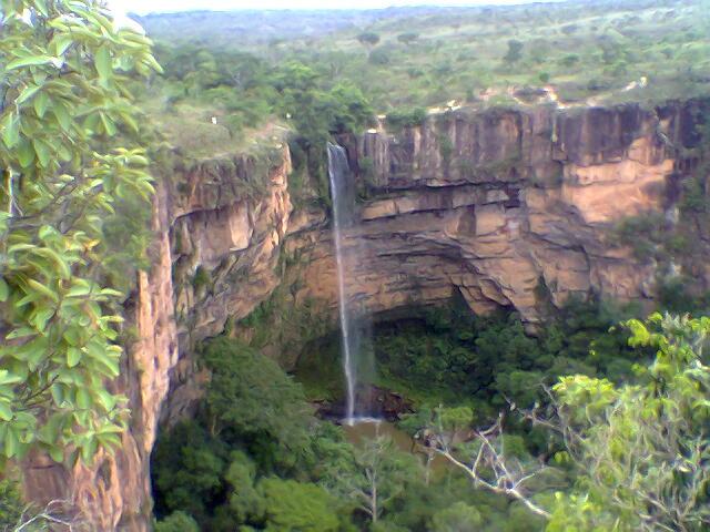 Cachoeira Véu de Noiva - Foto de Jeff Belmonte - Wikipédia