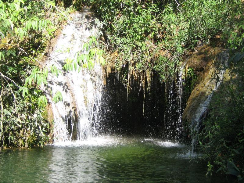 Cachoeira em Bonito - Foto de David Morimoto - Wikipédia