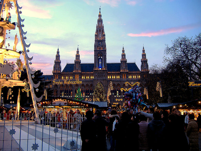 Rathaus - Prefeitura de Viena - Foto de Marco Aldeia © - Wikipédia