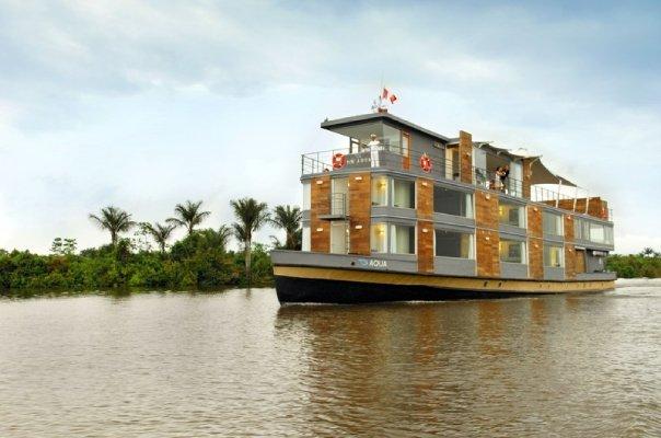 Aqua - Hotel Flutuante sobre as águas do Rio Amazonas