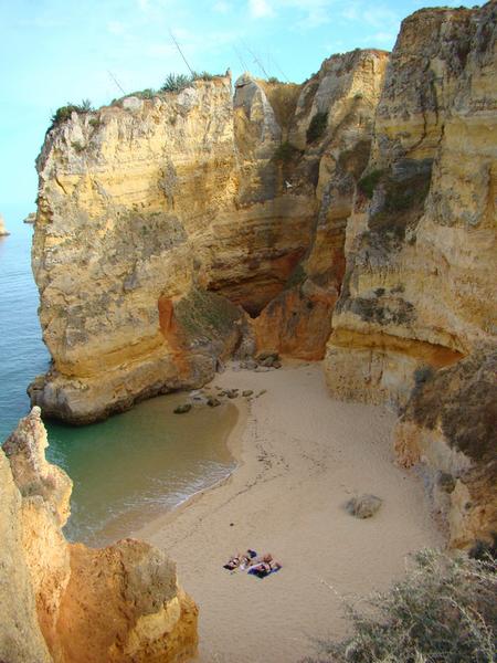 Praia Dona Ana – Foto de Lacobrigo – Wikipédia ©