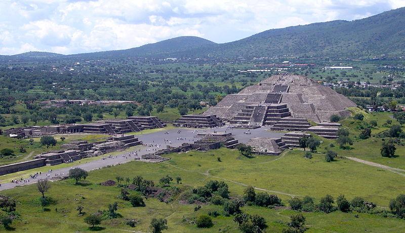 Pirâmide da Lua - Foto de Gorgo © - Wikipédia